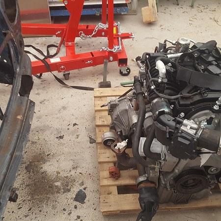 Engine on a palet