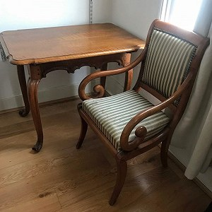 Delivery Antique table and chair