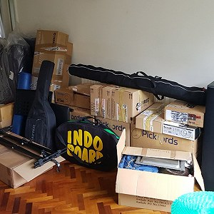 Delivery Double Mattress, 2 fluffy single matresses, 20 boxes, 2 guitars