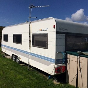 Delivery 27ft caravan hobby Prestige will need to be put on lorry as wheels not very good