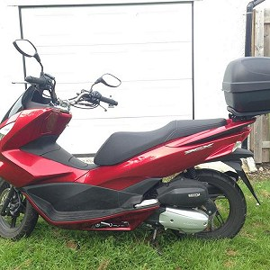 Delivery Honda PCX scooter