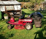 Ride on lawn mower with removeable grass box